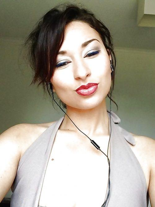 Loubna est une rebeu algérienne qui recherche une soirée cul à Toulouse